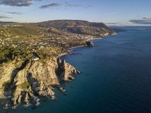 Vue aérienne de capo Vaticano, Calabre, Italie Ricadi Phare Côte des dieux Promontoire de la côte calabraise image stock