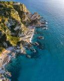 Vue aérienne de capo Vaticano, Calabre, Italie Ricadi Phare Côte des dieux Promontoire de la côte calabraise photos libres de droits