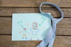 Vue aérienne de carte de voeux de jour de pères avec la cravate sur la table Photo stock