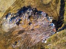 Vue aérienne de centre d'enfouissement des déchets municipal image stock