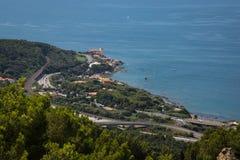 Vue aérienne de château de Boccale avec la végétation, la mer et les routes voisines à Livourne ; L'Italie images libres de droits