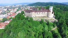 Vue aérienne de château de Ljubljana en Slovénie clips vidéos
