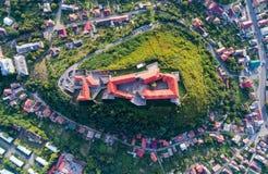 Vue aérienne de château de Palanok, située sur une colline dans Mukacheve, l'Ukraine Photo stock