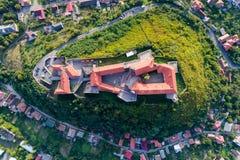 Vue aérienne de château de Palanok, située sur une colline dans Mukacheve, l'Ukraine Images libres de droits