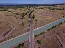 Vue aérienne de champ et de rivière Photos stock