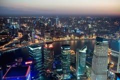 Vue aérienne de Changhaï la nuit Image stock