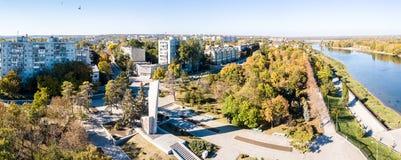 Vue aérienne de cintreuse de Bendery sur la rivière du Dniestr, dans de coupure la République moldavienne le Transnistrie de Prid image libre de droits