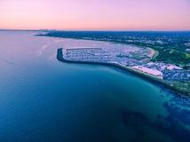 Vue aérienne de club de yacht de Sandringham et de marina au coucher du soleil Melb Photographie stock libre de droits