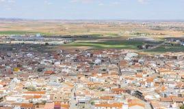 vue aérienne de Consuegra, moulins à vent traditionnels de la La M de la Castille photographie stock