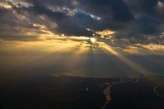 Vue aérienne de coucher du soleil au-dessus de la mer Image libre de droits