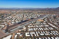 Vue aérienne de croissance près de l'aéroport occupé de Scottsdale Photographie stock libre de droits