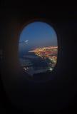 Vue aérienne de Dubaï de la fenêtre d'avion Photos stock