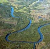 Vue aérienne de fleuve d'enroulement Image stock