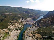 vue aérienne de fleuve de barrage Images libres de droits