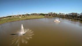 Vue aérienne de fontaine d'aération d'étang d'eau Images stock