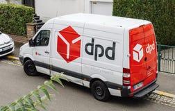 Vue aérienne de fourgon de livraison de DPD dans la ville française Image stock
