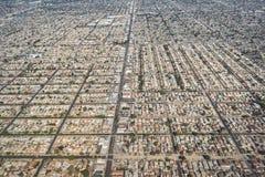 Vue aérienne de grille de rue, de maisons et de développement résidentiel dense images libres de droits