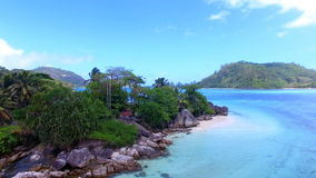 Vue aérienne de L île d'Islette de `, port Glaud, Seychelles 3 clips vidéos