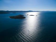 Vue aérienne de l'île en forme de coeur de Galesnjak sur la côte adriatique Photos libres de droits