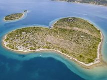 Vue aérienne de l'île sous forme de coeur, Croatie, île des amants, Otok Galesnnjak, îlot, roche Za également appelé Za d'otok Photo libre de droits