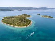 Vue aérienne de l'île sous forme de coeur, Croatie, île des amants, Otok Galesnnjak, îlot, roche Za également appelé Za d'otok Photo stock
