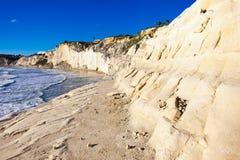 Vue aérienne de l'escalier blanc rocheux de falaises des Turcs, Sicile photographie stock