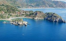 Vue aérienne de la baie de Taormina en Sicile Image stock