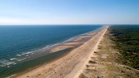 Vue aérienne de la côte atlantique sauvage en La Tremblade image libre de droits