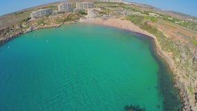 Vue aérienne de la côte pittoresque Malte clips vidéos