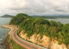 Vue aérienne de la côte orientale avec la belle route par le bourdon, Thaïlande image libre de droits