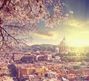 Vue aérienne de la cathédrale de St Peter à Rome, Italie au coucher du soleil de ressort Image libre de droits