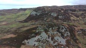 Vue aérienne de la conduite à la tête de Crohy au sud de Dungloe, comté le Donegal - Irlande clips vidéos