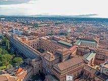 Vue aérienne de la coupole de la basilique papale de Vatican Photographie stock libre de droits