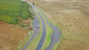 Vue aérienne de la frontière entre l'Ecosse et l'Angleterre avec la grande pierre et de signe de l'Ecosse - Royaume-Uni clips vidéos