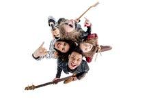 Vue aérienne de la jeune bande de rock heureuse posant avec des instruments Photos stock