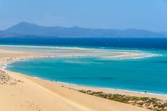 Vue aérienne de la lagune sur la plage de Sotavento à Fuerteventura, S photo stock