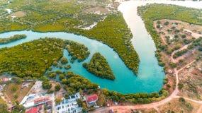 Vue aérienne de la plage et de la station de vacances photos libres de droits