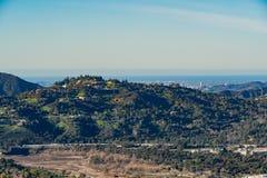 Vue aérienne de la région de montagnes et d'Altadena image libre de droits