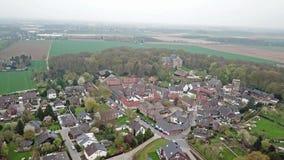 Vue aérienne de la vieille ville historique Liedberg dans NRW, Allemagne banque de vidéos