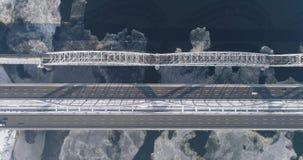 Vue aérienne de la ville de Kiev, Ukraine Rivière de Dnieper avec des ponts Pont de Darnitskiy banque de vidéos