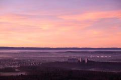 Vue aérienne de la ville de Stuttgart et de l'aube souabe au lever de soleil photographie stock libre de droits