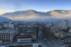 Vue aérienne de la ville de YuShu au lever de soleil photos libres de droits