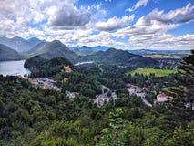 Vue aérienne de lac Alpsee château de Swanstone de château de Neuschwanstein de nouveau, Fussen, Bavière de sud-ouest, Allemagne image stock