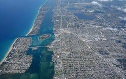 Vue aérienne de lac en valeur l'admission image libre de droits