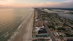 Vue aérienne de lever de soleil dans Daytona Beach la Floride photos stock
