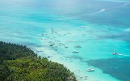 Vue aérienne de littoral des Caraïbes d'un hélicoptère, République Dominicaine  Image stock