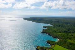 Vue aérienne de littoral des Caraïbes d'un hélicoptère, République Dominicaine  Photographie stock libre de droits