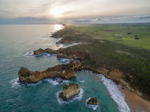 Vue aérienne de littoral rocailleux près de crique de Childers, Australie Photo stock