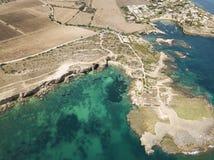 Vue aérienne de littoral scénique de Plemmirio en Sicile Photos stock