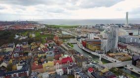 Vue aérienne de Malmö de gratte-ciel de rotation de torse banque de vidéos